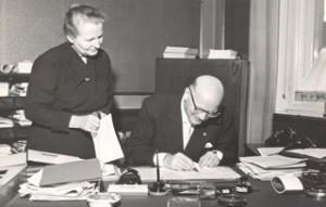lakiesityksen allekirjoitus